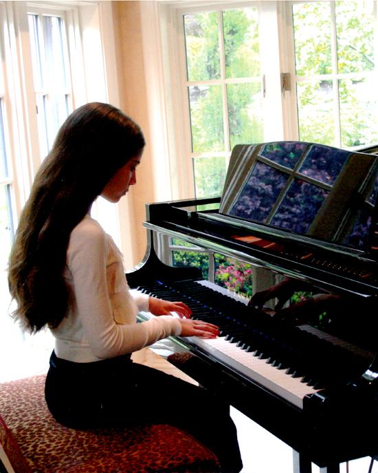 Piano_girl-4-c